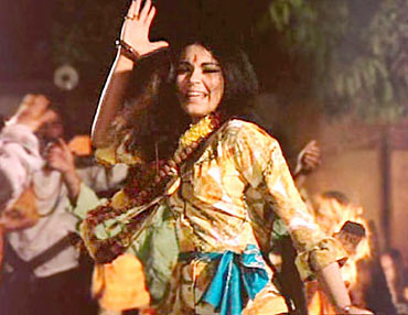 Zeenat Aman in the Dum Maro Dum song in Hare Rama Hare Krishna