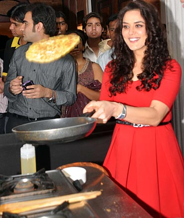 Preity Zinta flips an omelette