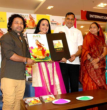 Kailash Kher, Ila Arun and Kripa Shankar Singh with wife