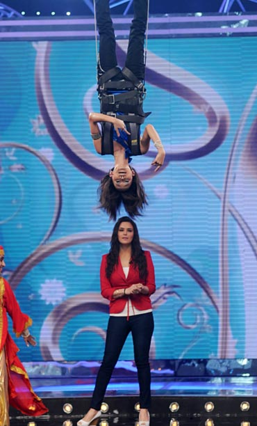 Sourabhee hangs upside down while Preity Zinta watches