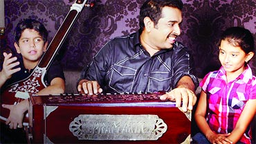 Shankar Mahadevan with his students