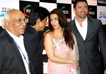 Bollywood producer and director Yash Chopra and Hugh Jackman look on as Shah Rukh Khan and Aishwarya
