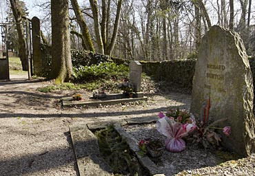 The grave of the late actor Richard Burton, one of Taylor's husbands