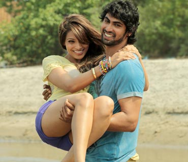 Rana Daggubati and Bipasha in Dum Maaro Dum