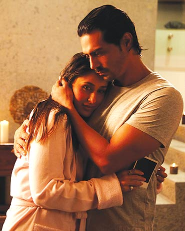 Kareena Kapoor and Arjun Rampal in We Are Family