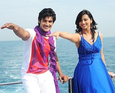 A scene from Prema Kavali