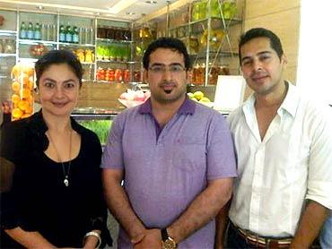 Pooja Bhatt, Muntazer al-Zeidi and Dino Morea