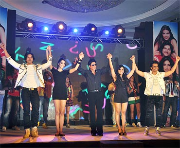 Ali Fazal, Giselli Monteiro, Shah Rukh Khan, Zoa Morani and Satyajeet Dubey