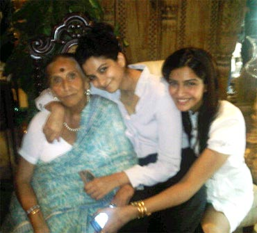 Reha Kappor and Sonam Kapoor along with their grandmother