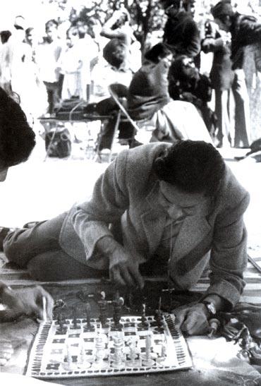 Deorai Kalan, Lucknow: Shatranj Ke Khiladi, 1977