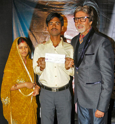 Sushil Kumar with his wife and Amitabh Bachcan
