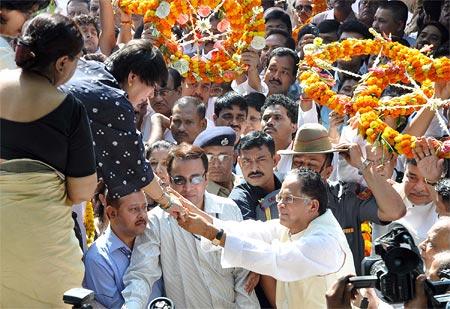 Kalpana Lajmi greets Assam chief minister Tarun Gogoi