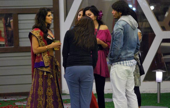 Sunny Leone with the contestants