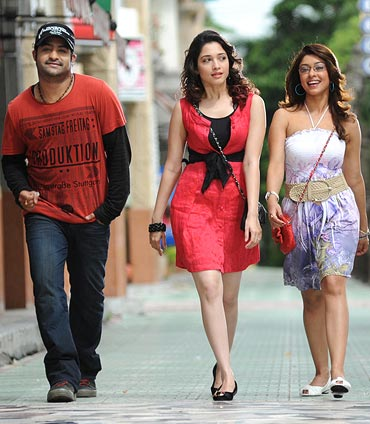 A still from Oosaravelli