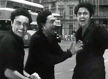 Anoop Kumar, Ashok Kumar and Kishore Kumar in Chalti Ka Naam Gaadi