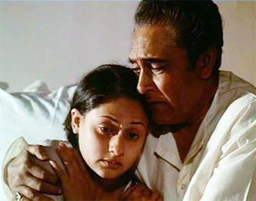 Jaya Bhaduri and Ashok Kumar in Mili