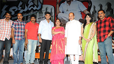 From left: Producer Anil Sunkara, Producer Achanta,Director Sreenu Vaitla, Actor Mahesh Babu, Vijayanirmala, Krishna, Actress Samantha, producer Achanta