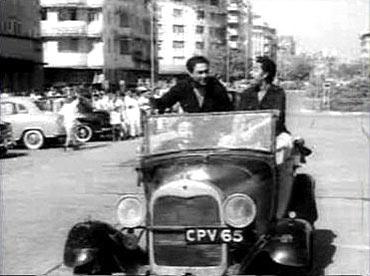 Ashok Kumar and Kishore Kumar in Chalti Ka Naam Gaadi
