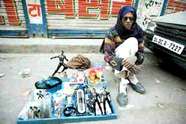 A morphed picture of Shah Rukh Khan selling Ra.One merchandise on road