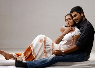 A still from Engeyum Eppothum