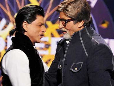 Amitabh Bachchan and Shah Rukh Khan on the KBC set