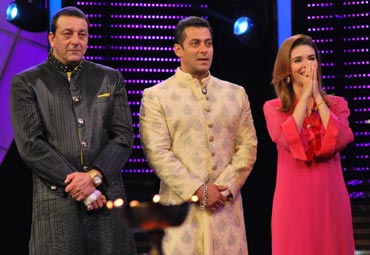 Raageshwari with hosts Sanjay Dutt and Salman Khan