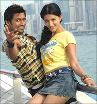 Suriya and Shruti Haasan in 7am Arivu