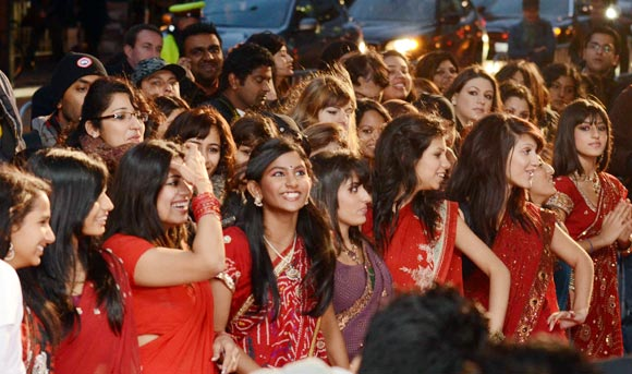 Fans at the Ra.One Toronto premiere