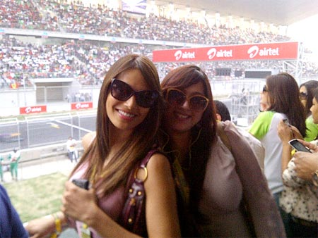 Bipasha Basu with her friend Binal Shah