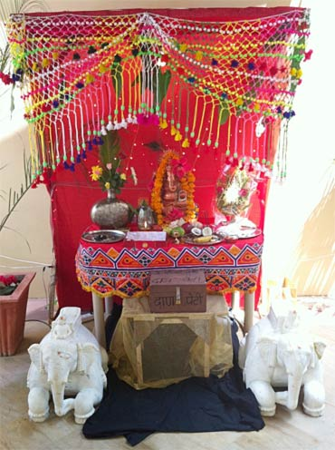 Ganpati on the sets of Bol Bachchan