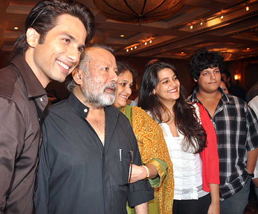 Shahid Kapoor with Pankaj Kapur and Supriya Pathak