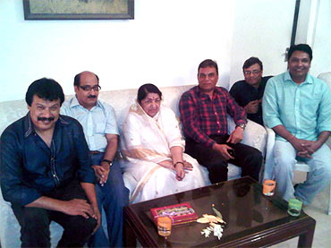 The team of CID with Lata Mangeshkar