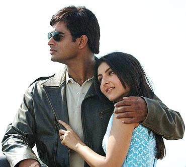 R Madhavan and Soha Ali Khan in Rang De Basanti