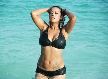 Mumaith Khan in Punami Naagu