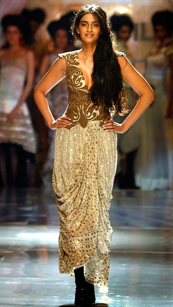 Sonam Kapoor at Anamika Khanna's Fashion show