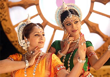 Shilpa Shetty and Jaya Prada in The Desire