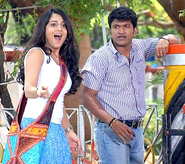Nikitha Thukral with Puneeth in Vamshi