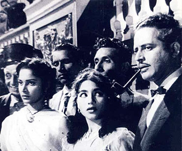 A still from Kaagaz Ke Phool