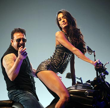 Sanjay Dutt and Lisa Haydon in Rascals