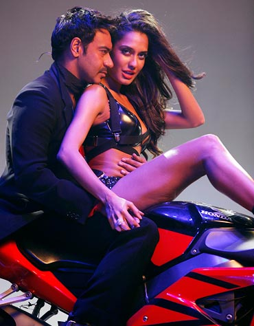 Ajay Devgn and Lisa Haydon in Rascals
