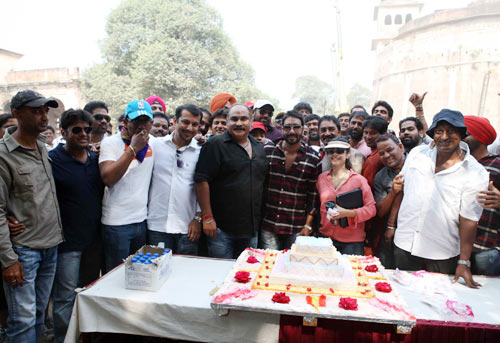 Devgan poses with his PR Parag Desai, Ashwini Dhir, Tanishaa and the crew of Son Of Sardaar