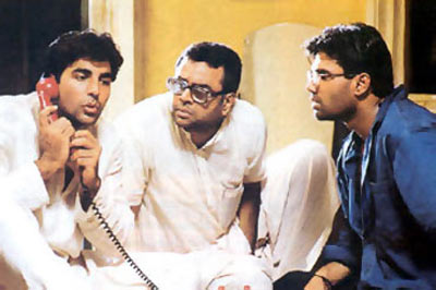 Akshay Kumar, Paresh Rawal and Suneil Shetty in Hera Pheri