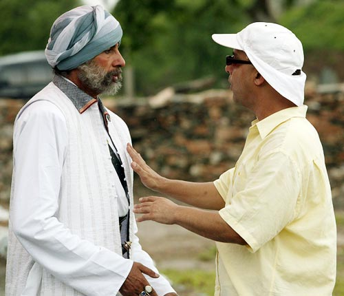 Amitabh Bachchan and Vidhu Vinod Chopra on the sets of Eklavya