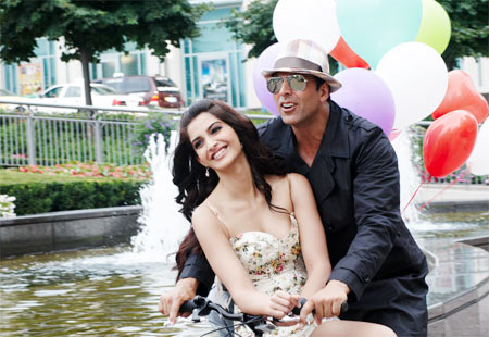 Sonam Kapoor and Akshay Kumar in Thank You