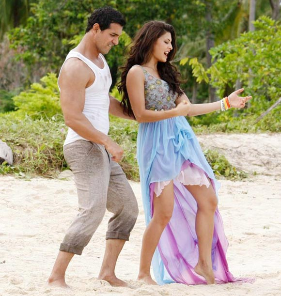 John Abraham and Jacqueline Fernandes in Housefull 2