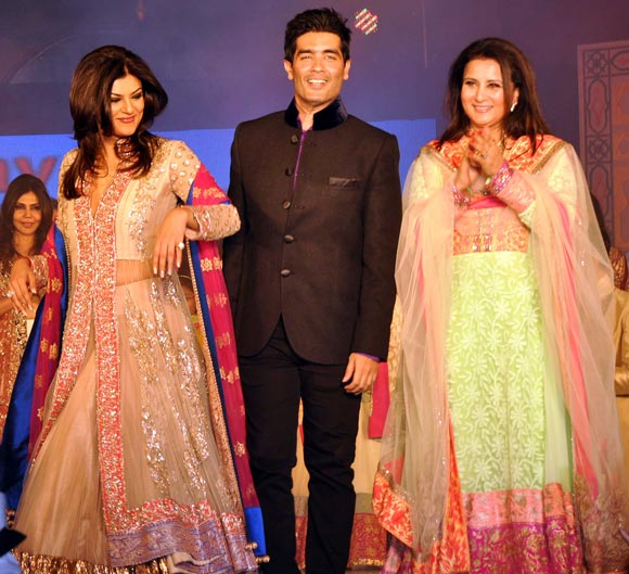 Sushmita Sen, Manish Malhotra and Poonam Dhillon