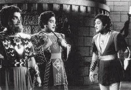 A scene from Uthamaputhiran