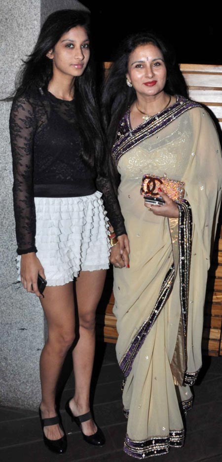 Poonam Dhillon with daughter Paloma Thakeria