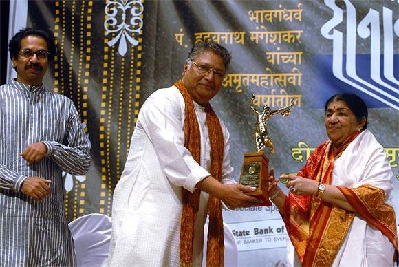 Uddhav Thackeray, Vikram Gokhale and Lata Mangeshkar