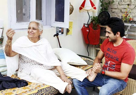 Kamlesh Gill and Ayushmann Khurrana in Vicky Donor